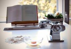 машина делая макаронные изделия Стоковые Фотографии RF