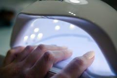 Машина для сушить ногтей Аксессуары для маникюра стоковые фотографии rf