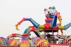 Машина занятности в тематическом парке Стоковое Изображение