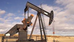 Машина извлечения Джека Fracking масляного насоса Северной Дакоты незрелая акции видеоматериалы
