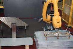 Машина индустрии металла работая в фабрике Стоковое Изображение RF