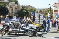 Машина, который нужно участвовать в гонке через сильнопересеченную местность Стоковые Изображения RF