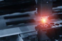 Машина отрезка лазера CNC стоковая фотография rf