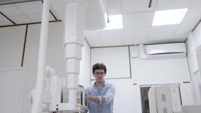 Машина рентгена управлением интерна для рассматривать рентгенографирования сток-видео