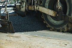 Машина ролика дороги работает строительство дорог асфальта Стоковые Изображения RF