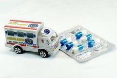Машина скорой помощи и медицина Стоковая Фотография RF