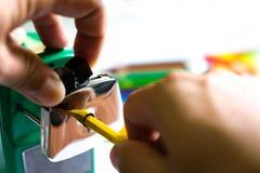 Машина точилки для карандашей для ребенк стоковое фото