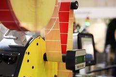 Машина для прикрепления этикеток стоковые изображения rf
