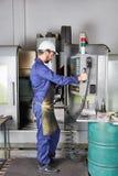 Машина CNC программы работника Стоковые Изображения RF