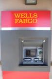 Машина Wells Fargo Bank ATM Стоковые Изображения