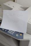 Машине экземпляра нужно быть починкой, отказом принтера стоковые фотографии rf