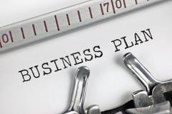 Машинка детализировала бизнес-план текста крупного плана макроса печатая, большую детальную винтажную метафору Стоковое фото RF