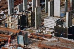 Машинное оборудование и бульдозер с землей и луч на contstr здания Стоковые Фото