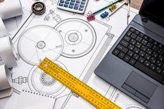 машиностроение частей с инструментами, компьтер-книжка стоковое фото rf