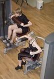 машины девушки тренировки мальчика используя Стоковое Фото