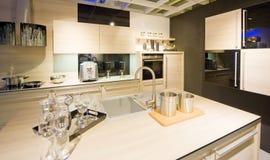 маштаб 3 кухонь самомоднейший новый Стоковые Фотографии RF