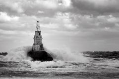 Маяк в порте Ahtopol, Чёрного моря, Болгарии, черно-белой Стоковое Фото