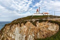 Маяк в Португалии, на запад большинств пункт накидки Roca Европы, Cabo da Roca, Португалии Стоковое Изображение RF
