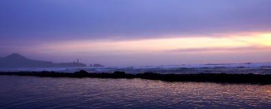 Маяк головы Yaquina на заходе солнца Стоковые Фото