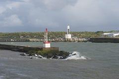 Маяк и бдительность возвышаются в Anglet (Франции), заливе Bisc стоковое изображение