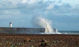 Маяк и волны на New Haven Стоковая Фотография
