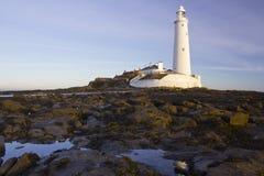 Маяк и остров St Marys на заливе Whitley, северном Tyneside, Англии, Великобритании Стоковые Изображения