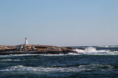Маяк на береговой линии стоковое изображение rf