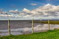 Маяк на побережье Ланкастера, северная Англия шрама ржанки стоковое изображение