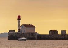 Маяк на портовом районе, французской ривьере Стоковая Фотография RF