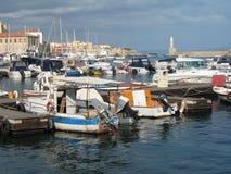 маяк острова гавани Крита шлюпок Стоковая Фотография