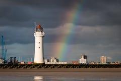 Маяк утеса окуня с радугой Стоковые Фото