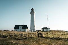Маяк Hirtshals Fyr в ландшафте Дании северном в заходе солнца Стоковые Изображения