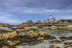 Маяк Pontusval на пляже Kerlouan в Finistere в Бретани Стоковые Изображения RF