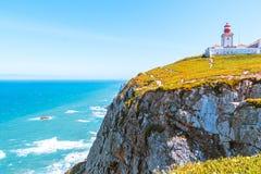 Маяк roca Cabo da, потрясающие виды океана и утесы стоковое изображение