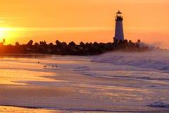 Маяк Walton света волнореза Santa Cruz на восходе солнца Стоковое Изображение RF