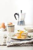 Мадам Croque, яичко, ветчина, сандвич сыра Традиционная французская кухня Стоковые Изображения
