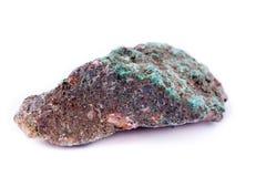 Малахит каменного макроса минеральный на белой предпосылке Стоковое фото RF