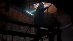 Малая винтовая лестница внутри башни с часами сток-видео
