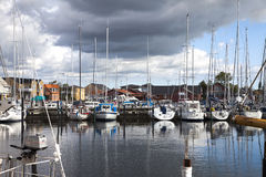 Малая гавань в летнем времени Стоковые Изображения