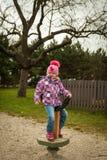 Малая девушка имея потеху на привлекательностях детей Стоковое фото RF