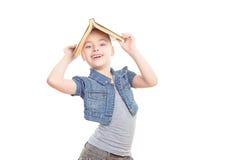 Малая девушка с книгой Стоковое Фото