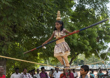 Малая девушка танцует на веревочке Стоковое Изображение