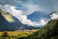 Малая деревня в горах, на Annapurnas Стоковые Фото