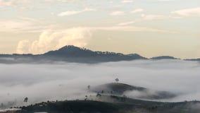 Малая деревня в тумане, некоторых где около Dalat, Вьетнама Стоковые Фотографии RF