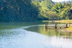 Малая деревянная пристань на озере стоковое фото