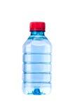 Малая изоляция бутылки с водой на белизне Стоковые Изображения RF