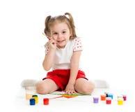 Малая картина ребенка художника с щеткой Стоковое Изображение RF