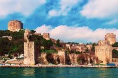 Малая крепость, которая была построена на одном из берегов Bosphorus заказом султана тахты Стоковое фото RF