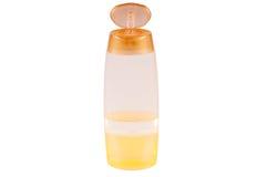 Малая пластичная бутылка пробирки заполнила при желтая жидкость изолированная над белой предпосылкой Стоковое фото RF