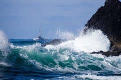 Малая рыбацкая лодка с прибоем Стоковое Фото